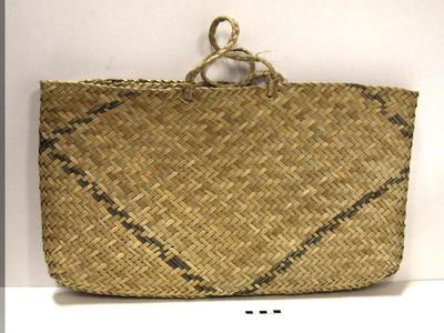 Kete Whakairo; Circa 1940s; PA2009.040