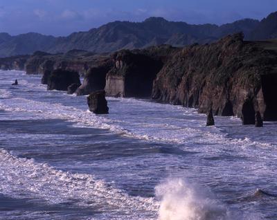 Tongaporutu Coastline - from Gibbs' Fishing Point looking north, 6 September 2003