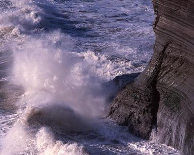 Tongaporutu Coastline - wave at the base of Gibbs' Fishing Point, 6 September 2003