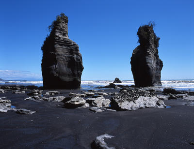 Tongaporutu Coastline - the Three Sisters, 6 October 2003