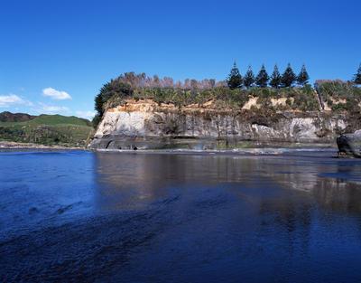 Tongaporutu Coastline - cliff sequencing, cliffs just past Rapanui Stream, 26 October 2003