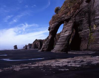Tongaporutu Coastline - Twin Arches, Four Brothers Beach, 24 November 2003
