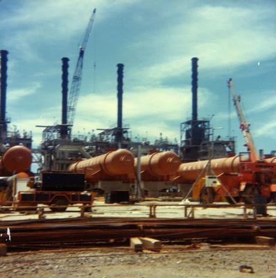 Colour photographs of construction of Synfuel plant, Motunui