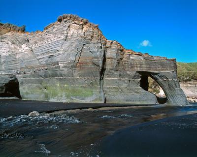 Tongaporutu Coastline - cliff sequencing, Twin Creeks, 8 February 2004