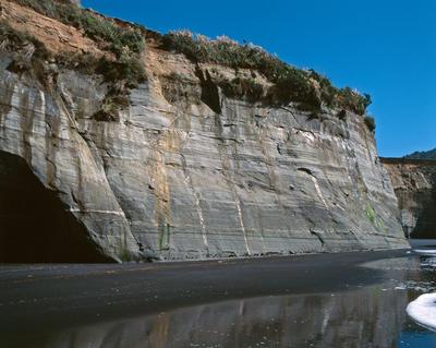 Tongaporutu Coastline - cliff sequencing, Twin Creeks, 8 February 2004; 08 Feb 2004; PHO2008-666