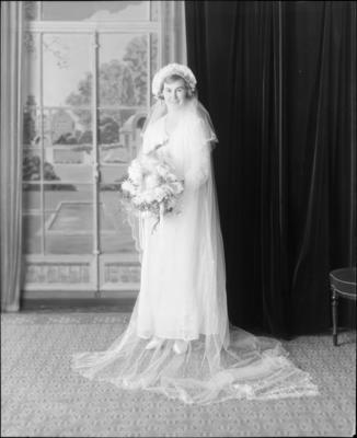 Mackie, Wedding