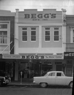 Begg's & Co, Exterior