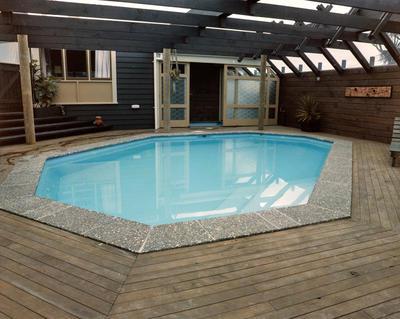 Hinton, Swimming Pool