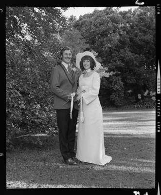 Gilchrist, Wedding