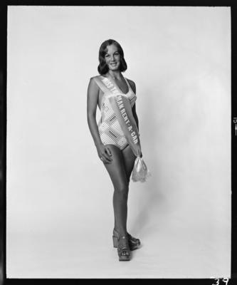 Miss Taranaki Entrants, Woman