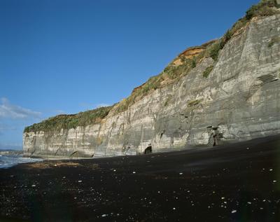 Tongaporutu Coastline - cliff sequencing, Whitecliffs, 8 February 2004