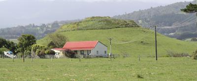 Pahitere blockhouse/farmhouse; 23 Nov 2009; PHO2009-363