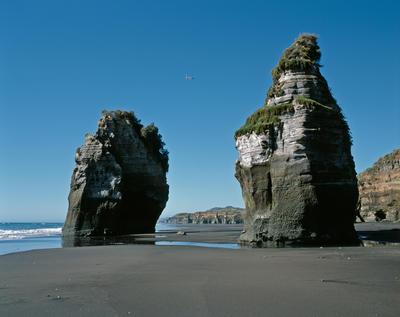Tongaporutu Coastline - Three Sisters Beach, 30 November 2005