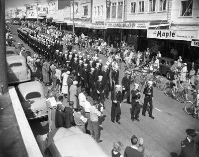 Parade of USS Staten Island sailors