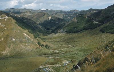 Tarata pā, view from, Waitotara Valley; PHO2011-0159