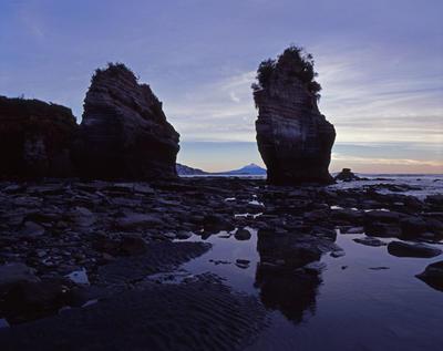 Tongaporutu Coastline - Three Sisters, 15 July 2007