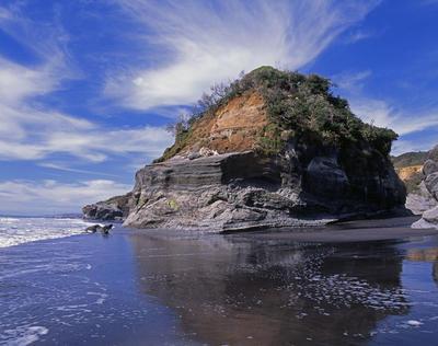 Tongaporutu Coastline - cliff sequencing, Te Kawau pā, 12 January 2009