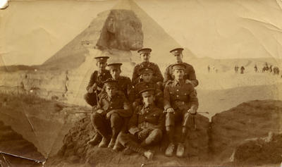 Soldiers at Giza, Egypt.; 1914; PHO2013-0138