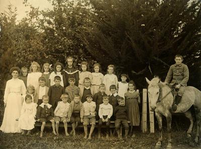 Huiroa School Group; 1902; PHO2015-0052