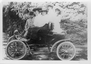 Dr Leatham's Oldsmobile; Circa 1902; 1980s; PHO2005-233