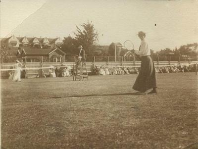 Agnes Read playing tennis